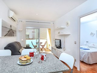 1 bedroom Apartment with WiFi and Walk to Beach & Shops - 5779014