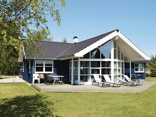 Stunning home in Væggerløse w/ Sauna, WiFi and 4 Bedrooms