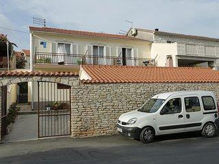 Three bedroom apartment Supetar (Brač) (A-16699-a)