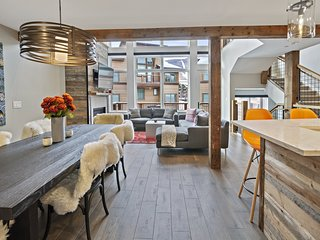 BRAND NEW LUXURY 4 Bedroom 3.5 bath Slopeside Townhome at Stowe Mountain Resort`