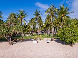 Sira Beach House, 6BR, Tanjung