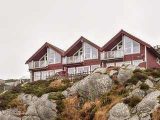 Awesome apartment in Hellesøy w/ 2 Bedrooms