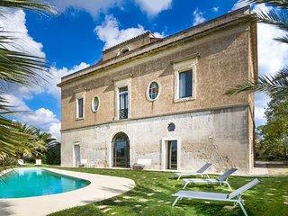 Spacious Tenuta Rurale apartment in Cutrofiano with WiFi, private terrace, priva