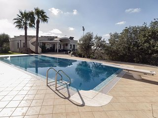 Spacious Villa Gentileschi apartment in Casarano with WiFi, private parking, bal