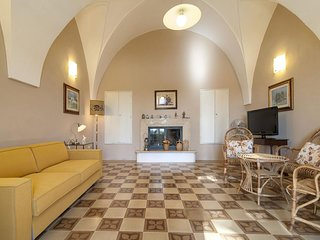 Country  apartment in Casarano with WiFi & private parking.