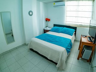 Private double room in apartment near the beach