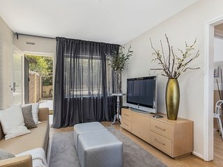 Gorgeous 26 1 bed designer fitout perfect location