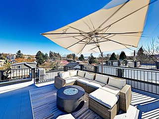 New Georgetown 3BR w/ Rooftop Patio, Skyline & Mt. Rainier Views