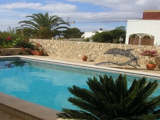 South View Annexe : A rare find in Salema ... 2 bed with private pool (sleeps 4)