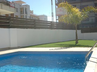 Apartment with pool and parking 2min beach
