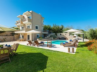 Gaia Private Pool Villa, steps to Loutraki Beach!