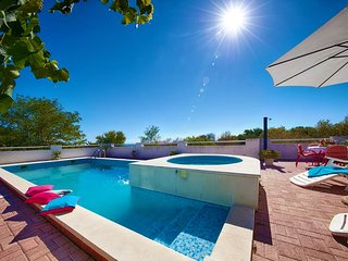 Sea view villa with pool for rent island Vis