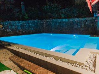 Bilocale con bagno privato e piscina