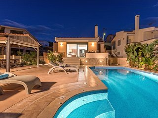 Luxurious Villa Solaris, Private Pool, 50 Meters From The Beach & Magical View.
