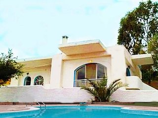 2 bedroom Villa with Air Con, WiFi and Walk to Beach & Shops - 5700271
