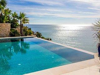 Salema Villa Sleeps 8 with Pool and Air Con - 5433283