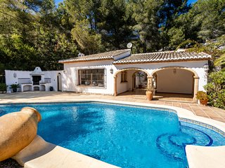 3 bedroom Villa with Pool - 5698114