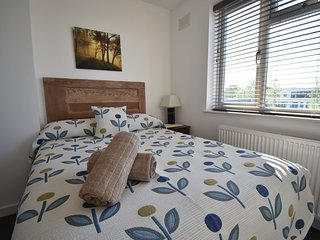 *Coventry* University Hospital- 4 Bed, 2 Shower