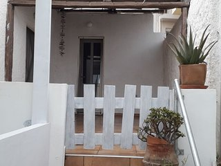 1 bedroom Apartment with Air Con, WiFi and Walk to Beach & Shops - 5775001