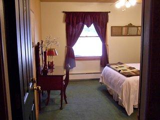 Queen Room with Private Bath- Elegant Oak