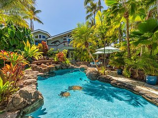 Steps to Kailua Beach~ 6 bd~Palione Papalani~w/private pool and spa.