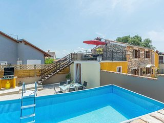2 bedroom Villa with Pool, Air Con and WiFi - 5779432