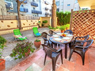 2 bedroom Apartment with WiFi and Walk to Beach & Shops - 5773977