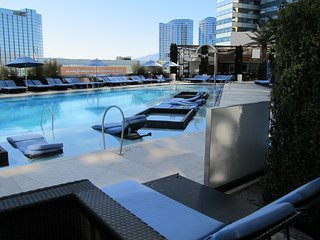 1 bdm 1.5 bth Condo A, Jockey Club, Strip Front /  Next to the Belagio