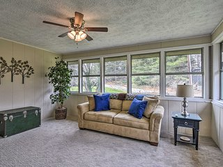 NEW! Updated Condo-Walk to Downtown Hendersonville