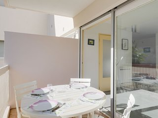 1 bedroom Apartment with WiFi and Walk to Beach & Shops - 5770525