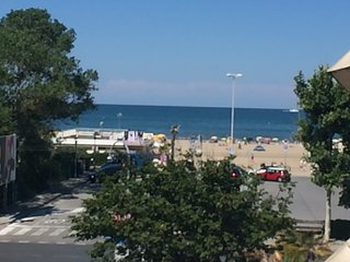 RICCIONE ALL INCLUSIVE SUL MARE/ ON THE BEACH