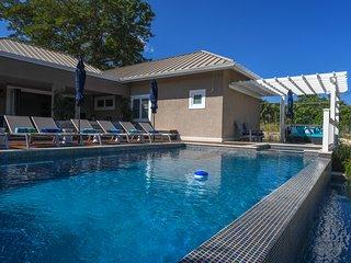 Luxury Villa w/Heated Jacuzzi/Pool/Butler/Gated Community