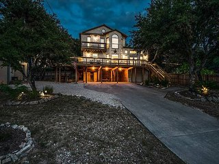 Newly remodeled stilted home with an apartment and game room! Great sunsets!!