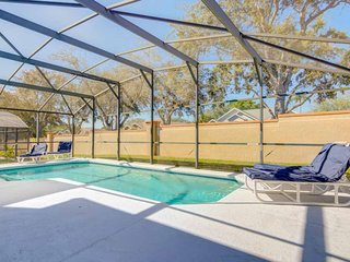 Large 4 bed 2 Dens Private Pool!