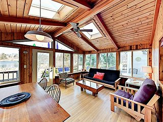 3BR Cottage on Mill Pond w/ Kayaks & Boat Launch Access