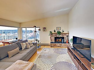 Spacious Gated Condo w/ Private Rooftop Balcony Views - 6.3 Miles to Downtown