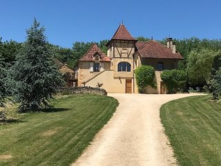 Charming Perigordian Farmhouse. Dordogne/ Lot. Private pool. Fabulous location