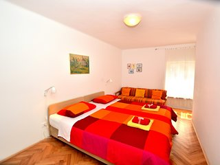 Spacious Piran central apartment for 5 pax BG