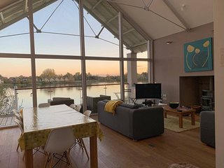Amazing 3 BR Detached House with Beautiful Lake Views
