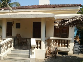 Luxury Detached 2 Bedroom 2 Bathroom Poolside Beach Bungalow