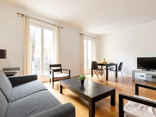053. LOVELY 1BR IN THE 8TH ARRONDISSEMENT – CHAMPS ELYSEE