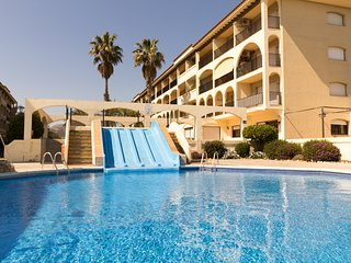 2 bedroom apartment with pool 350m from the beach