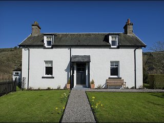 Dochgarroch Cottage - Deep in the heart of the Highlands, this beautifully resto