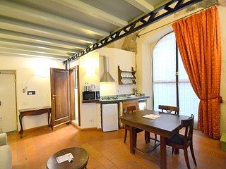 Oltrarno Villa Sleeps 4 with Air Con - 5779614