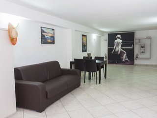 1 bedroom Villa with Air Con and Walk to Beach & Shops - 5335198