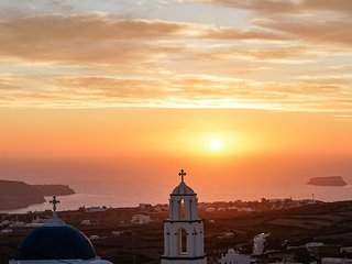 Captain's Mansion Pyrgos with Sunset View