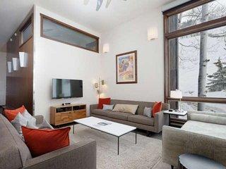 Luxury Aspen Retreat - Walk to Dining/Shops, 2 Balconies, Hot Tub & Outdoor Pool
