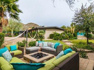 Beach House Feel in the Desert-Family Friendly Mini Resort Large Yard & Casita!
