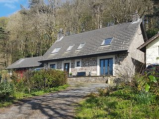 Coed y Mor - large cottage with beautiful sea views, private, large grounds