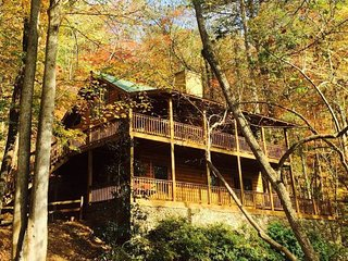 North GA mtn cabin / river / luxury / seclusion. Close to wineries & fun for all